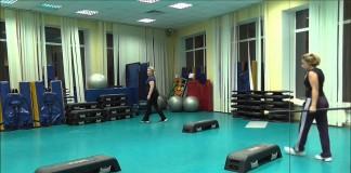 step-interval-step-aerobika-trenirovka-po-fitnesu-trenirovka-po-aerobike-ABS-video-po-sportu